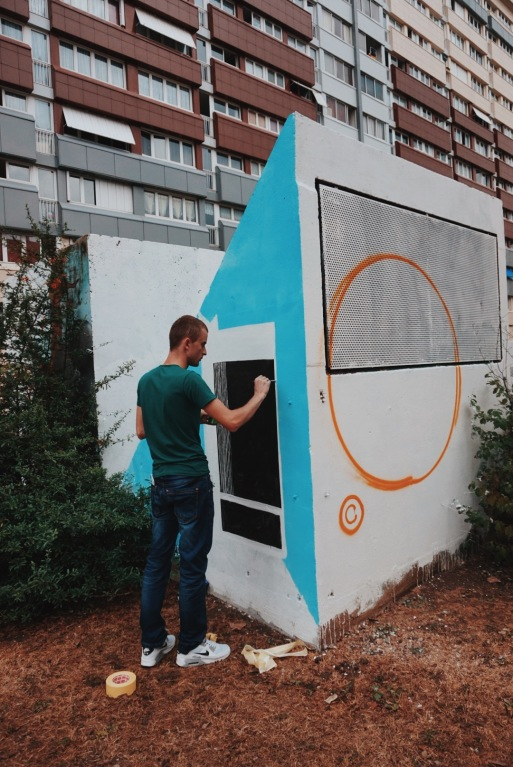 Edison from Albania painting the city hall of Gennevilliers